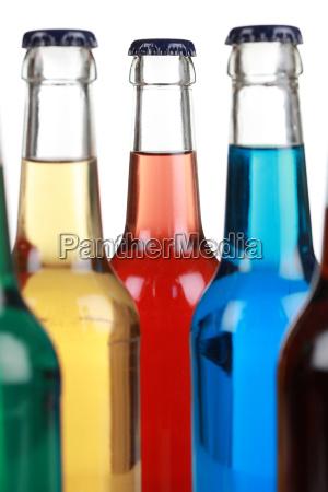 bunte getraenke in flaschen