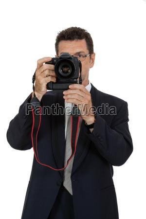 erwachsener attraktiver mann fotograf mit digital