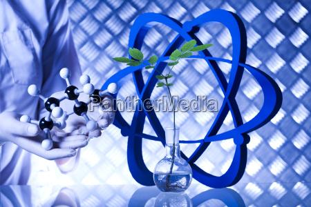 laborglas genetisch veraenderte pflanze