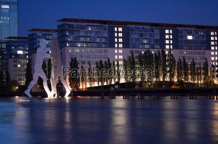 osthafen berlin at night