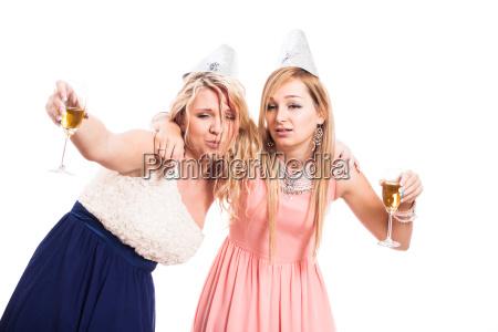 betrunkene frauen feiern