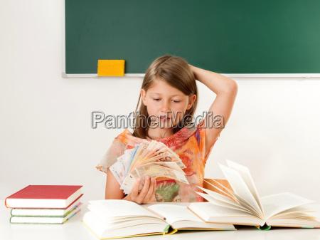kosten schuelerin ausbildungskosten kind schule bildungseinrichtung
