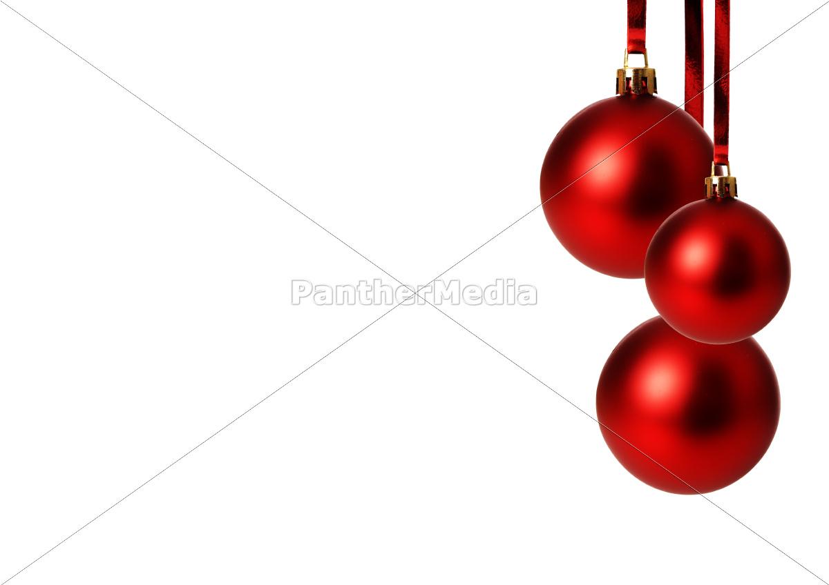rote weihnachtskugeln h ngend freigestellt mit wei em. Black Bedroom Furniture Sets. Home Design Ideas
