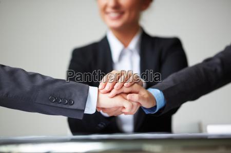 handbewegung hand freundschaft haende handschlag haendedruck