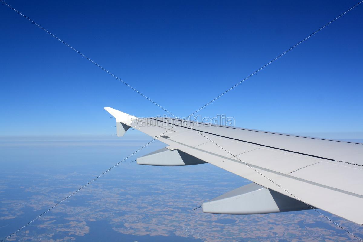 ausblick aus einem fenster im flugzeug sicht auf die lizenzfreies foto 10093644. Black Bedroom Furniture Sets. Home Design Ideas
