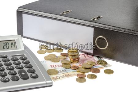 ordner mit geld und taschenrechner
