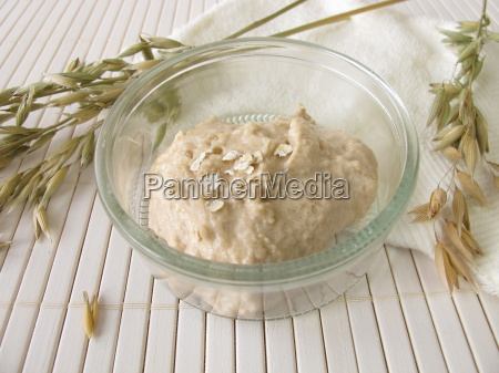 soothing face mask with oats