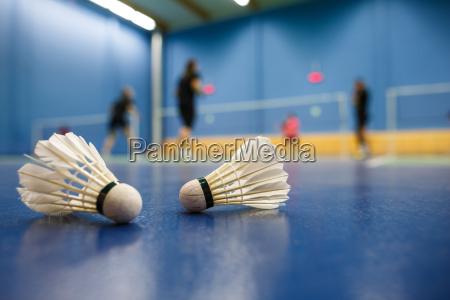 badminton badmintonplaetze mit spieler im