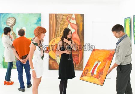 kunstsammler, bei, ausstellungseröffnung - 10188785