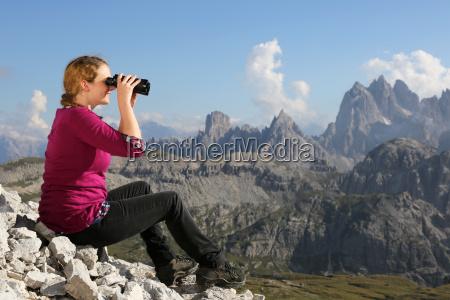 panorama der berge geniessen beim wandern
