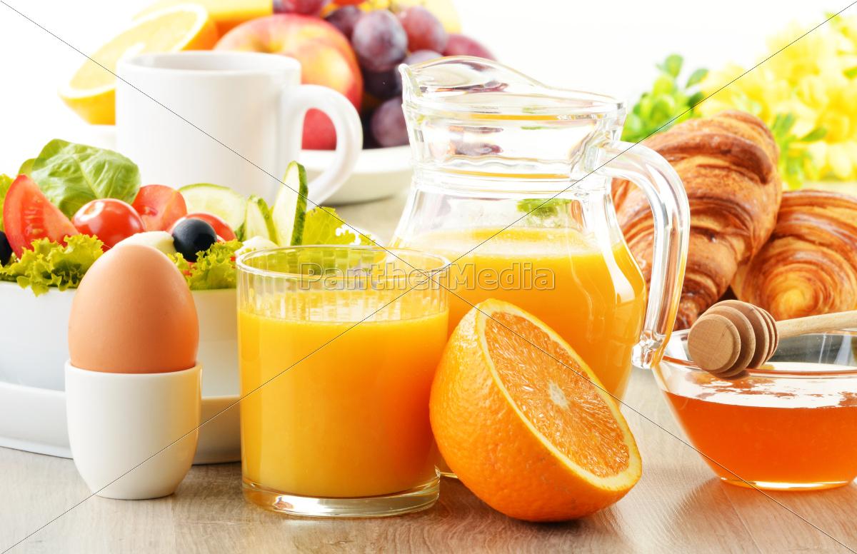 frühstück, mit, kaffee, orangensaft, croissant, ei, gemüse, - 10257593