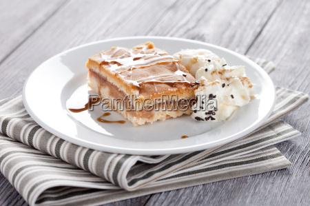 apfelkuchen mit eis