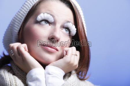 wintermode frau warme kleidung kreative make