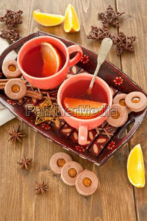 teezeit mit plaetzchen