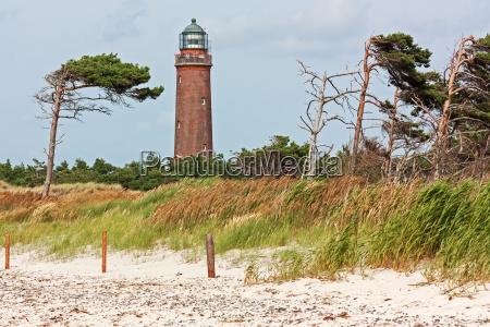 leuchtturm darsser ort mit windfluechtern