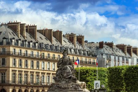 paris place de la concorde skulptur