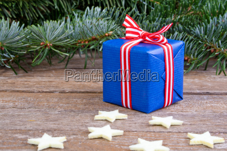 white red blue green present presents