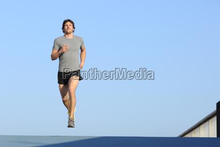 jogger laufen in richtung kamera auf