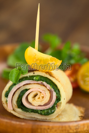 crepe roll with ham and spinach