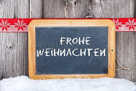 weihnachtsgrusskarte mit text auf schiefertafel