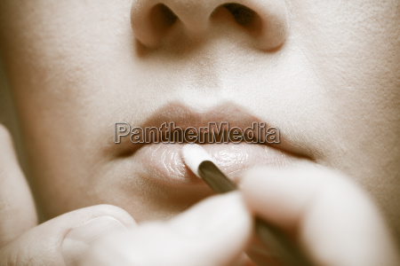 frau gesicht lippen lippenstift schminke durchhalten