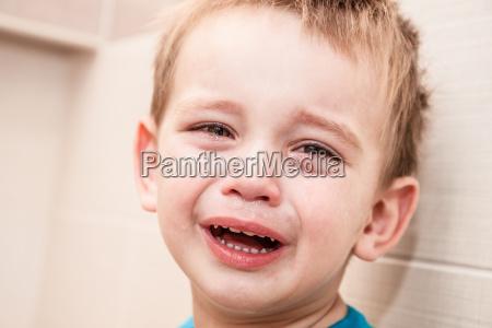 portraet des kraenzens baby boy in