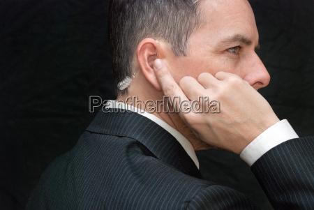 geheimdienstagent hoert damenohrhoerer