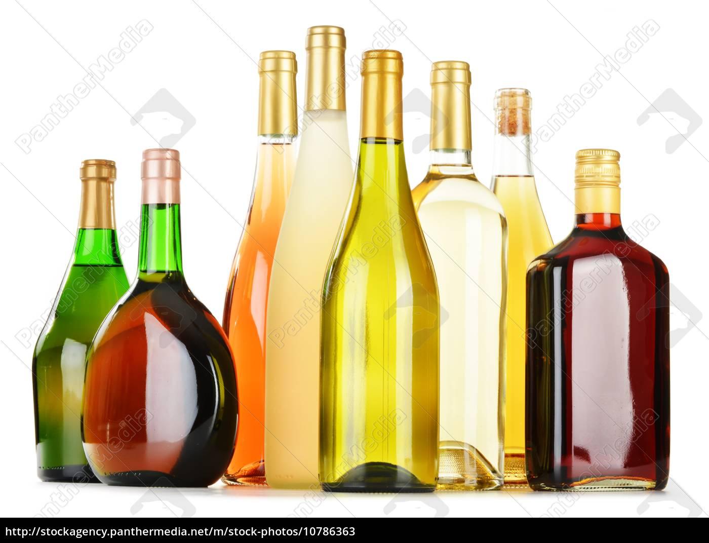 flaschen sortiert alkoholische getränke auf weiß - Lizenzfreies Bild ...