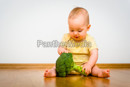 baby saeugling gemuese zicklein brokkoli spargelkohl