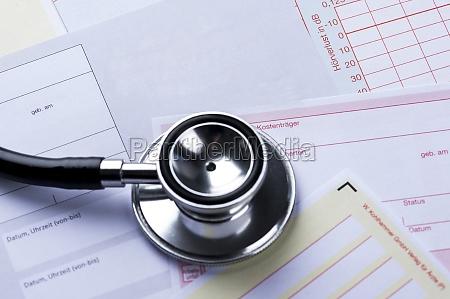 UEberweisungsschein mit stetoskop