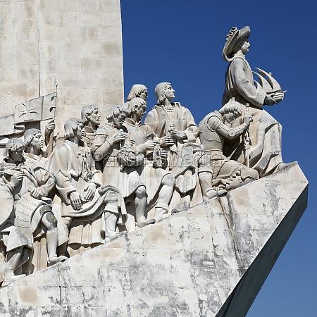 monument fuer die seefahrer in lissabon