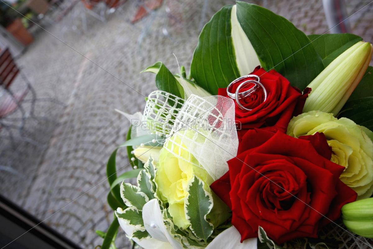 Blumenstrauß, Brautstrauß, Eheringe, Hochzeit, Liebe, Ring - 10868074