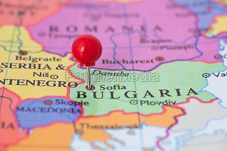red pushpin auf karte von bulgarien