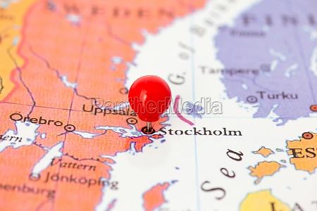 red pushpin auf karte von schweden
