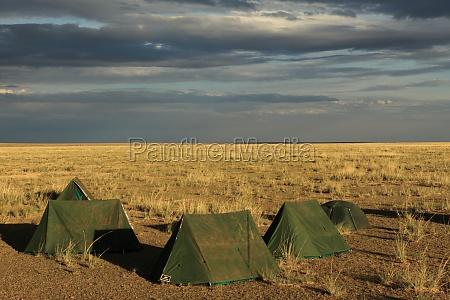 zeltcamp in der mongolischen steppe