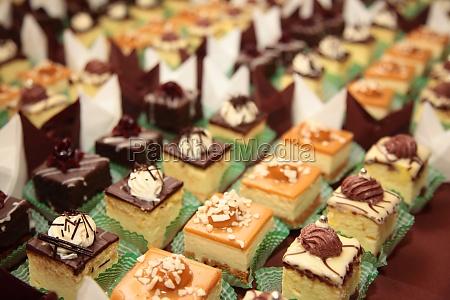 sorten von kuchen desserts catering suessigkeiten