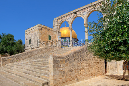 stone stairs to famous dome of