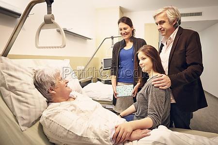 krankenhaus familie besuch