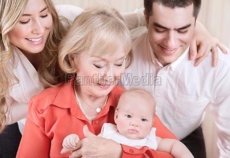 glueckliches familienportraet