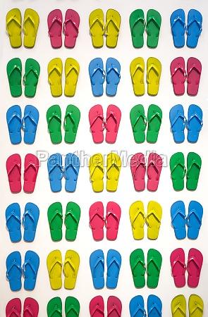 viele farbige badelatschen