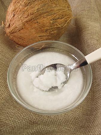 kokosoel und kokosnuss