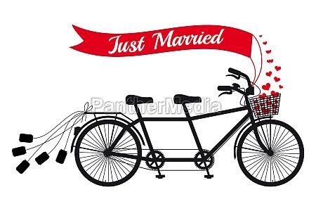gerade verheiratet hochzeit tandem fahrrad mit