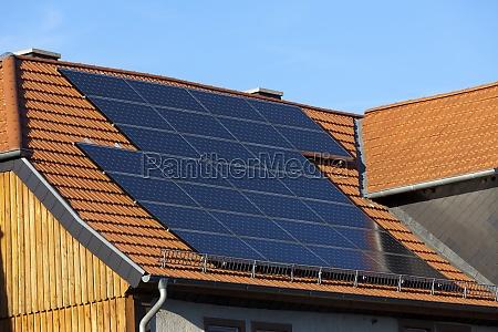 solarstrom aus sonnenlicht moderne solarmodule auf