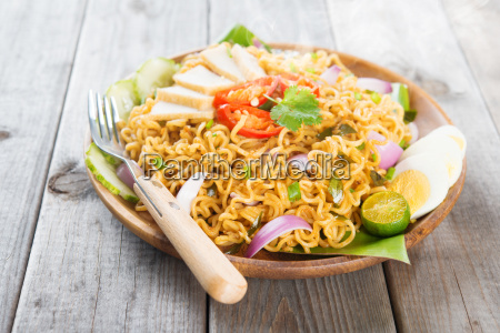 asian spicy fried curry instant noodles