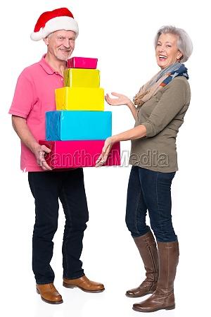 senioren mit geschenken