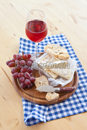 cheese bread and wine