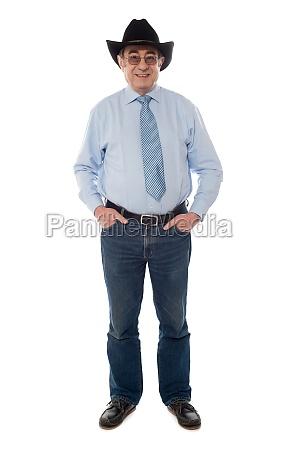 photo portrait of senior male wearing