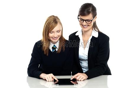 frau studieren studium lachen lacht lachend