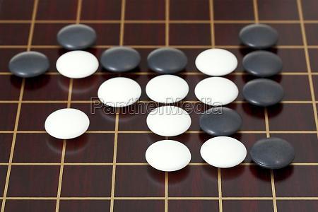 viele steine waehrend go spiel spielen