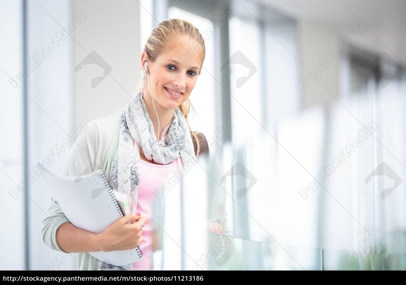 kursteilnehmer, auf, campus, -, hübsch, studentin, mit - 11213186